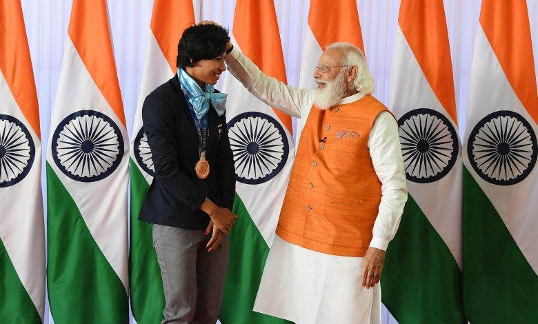 Boxer Lovlina Borgohain gifts her boxing gloves to PM Modi